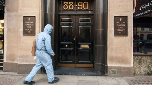 A police forensics officer entering the Hatton Garden Safe Deposit company in London. (AAP)