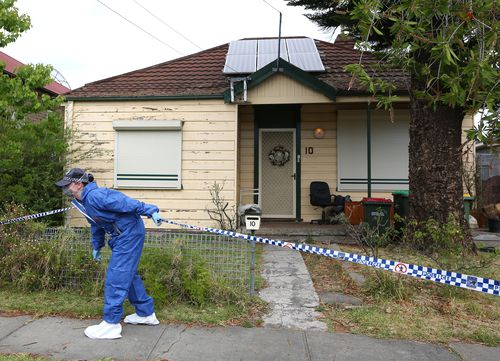 Forensic police attend a property in Granville, in Sydney's west, searching for the remains of missing schoolgirl Quanne Diec. (AAP)