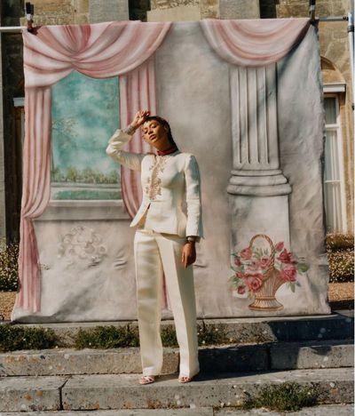 Beyonc&eacute; wears&nbsp; a Wales Bonner suit and Lorraine Schwartz bracelet&nbsp;&nbsp;<em>US Vogue</em>&nbsp;September 2018<br /> <br />