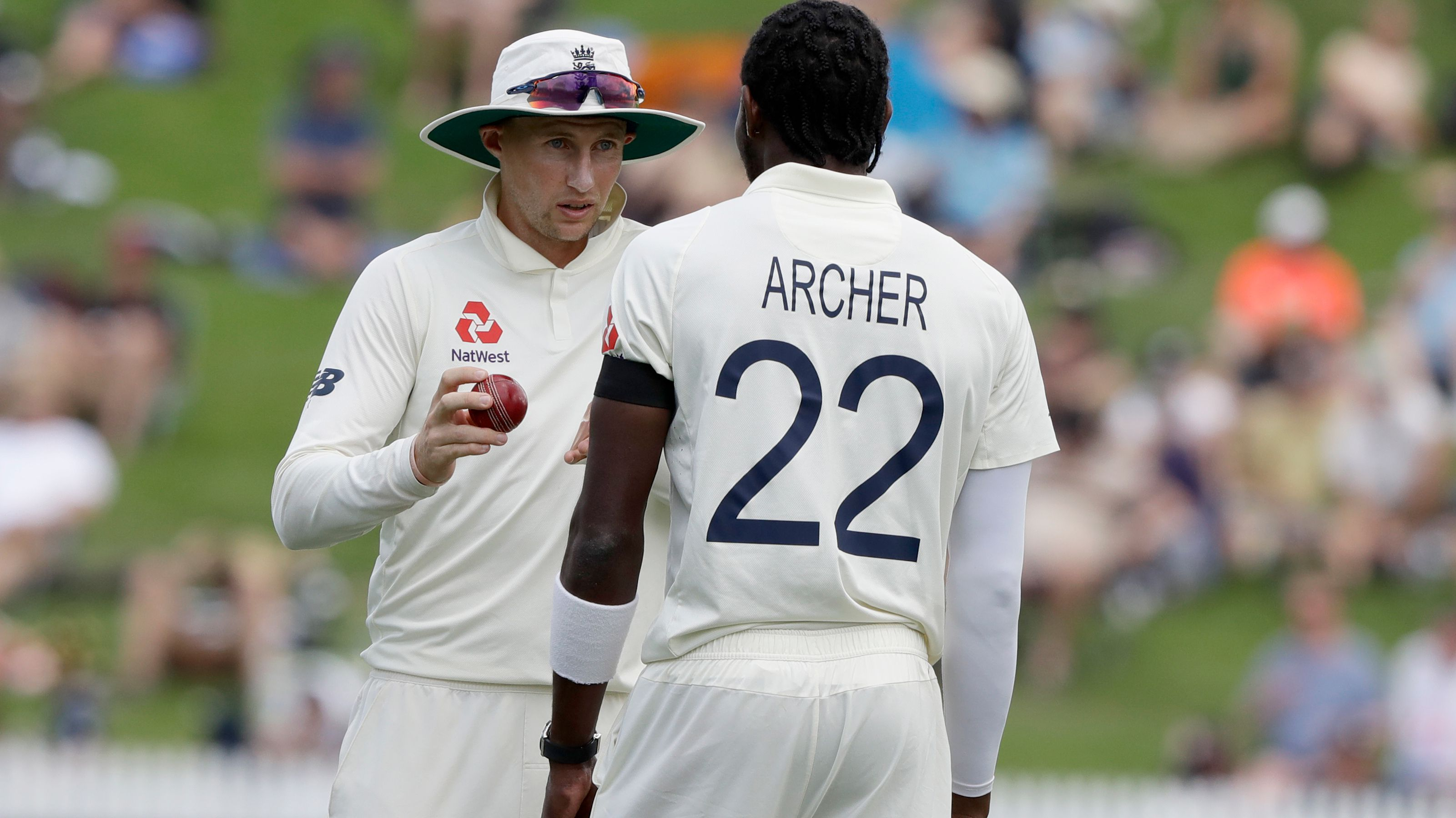 Joe Root talks to strike bowler Jofra Archer.
