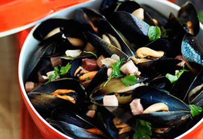 Mussels with speck and oregano