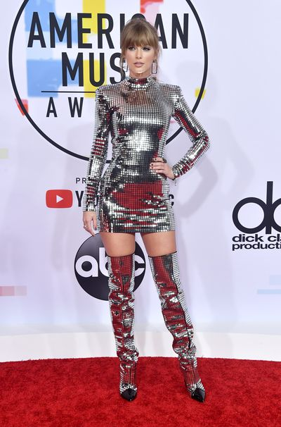 Taylor Swift attends the 2018 American Music Awards at Microsoft Theater on October 09, 2018 in Los Angeles, California