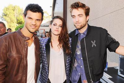 Taylor Lautner, Kristen Stewart and Robert Pattinson hang out so far backstage they're out of the building.