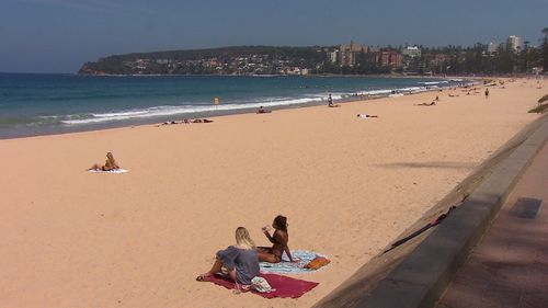 Sydneysiders cool down and escape the hot weather smashing NSW.