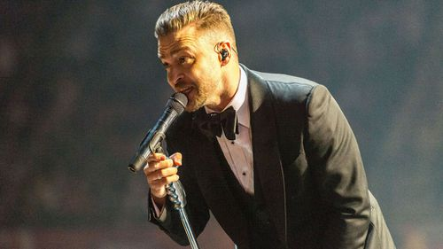 It's the second concert of the singer's the girls have been to, describing it as even better than his 2007 tour. (AAP)