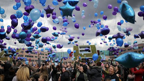 Thousands of locals released balloons in memory of Alfie outside the Liverpool children's hospital he was being treated at (Getty)