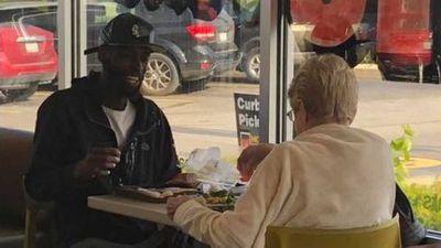 Photo of strangers eating at McDonald's goes viral
