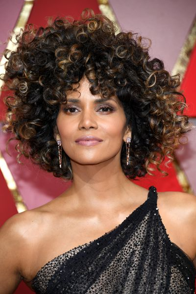 Halley Berry went natural with wild curls all over. Her makeup was soft with a hint of pink to the eye.