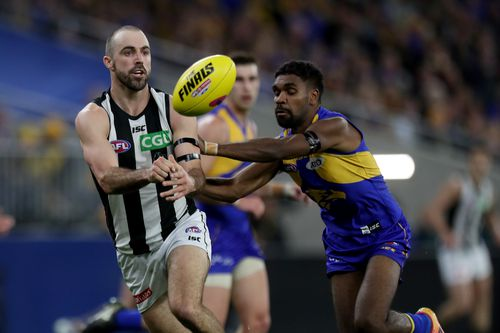 Liam Ryan contests the ball with Steele Sidebottom of Collingwood in what was a dress rehearsal for the Grand Final in week one of the finals in Perth.