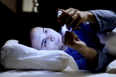 <strong>4. Switch off at least 30 minutes before bed</strong>