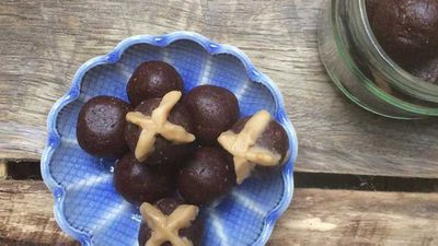 "<a href=""http://kitchen.nine.com.au/2017/04/03/11/18/hot-cross-chocolate-bliss-balls"" target=""_top"" draggable=""false"">The Inspired Table's hot cross chocolate bliss balls</a>"