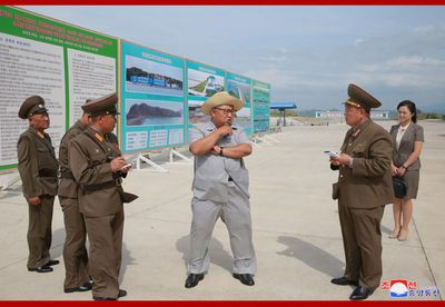 It's unusual to see Kim Jong-un wearing anything but his trademark Mao-style suit, but the supreme leader mixed things up a bit while visiting a fish-pickling farm during the record-breaking heatwave roasting parts of Asia.<br /> <br /> The supreme commander of the Korean People&rsquo;s Army paid a visit to the Kumsanpho Fish Pickling Factory, wearing a light grey two-piece that somewhat resembled button-up pyjamas.<br /> <br /> Kim was also seen sporting a casual straw hat and looked under-dressed next to a group of men in full military get-up.