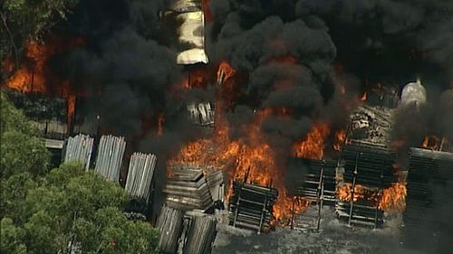A factory is well alight at Dunheved in Sydney's west. (9NEWS Choppercam)