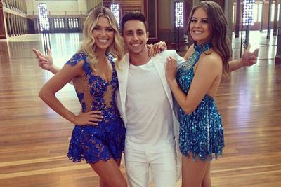 @aricyegudkin: Backstage at the Dwts promo shoot @ashleyjhart @aprilrpengilly #sandwiched #fringe #sequins