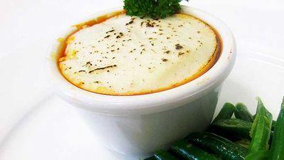 Low-carb cauliflower-crust shepherd's pie