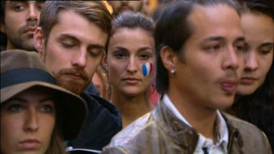 Mourners gathered in Sydney's Martin Place to pay their respects. (9NEWS)