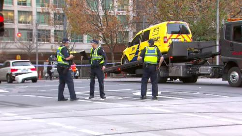 The RACV van was towed from the intersection. (9NEWS)