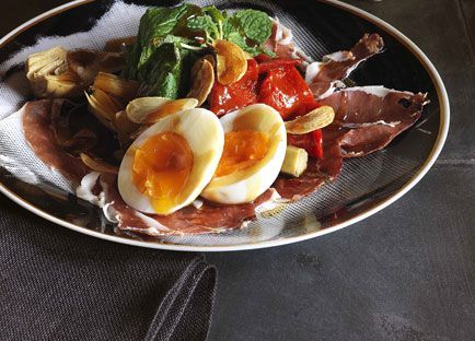 Artichoke, piquillo pepper and jamón salad with soft-boiled egg
