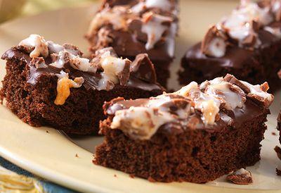 Creme Egg tray bake