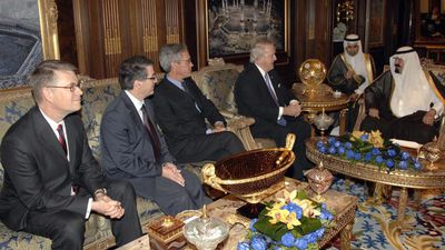 Canadian Prime Minister Brian Mulroney and his delegation meet with Saudi King Abdullah bin Abdulaziz in April 2010. (AAP)