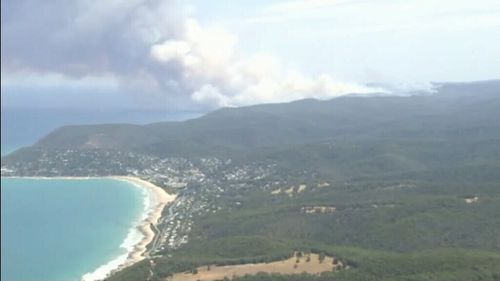 Bushfires threaten lives and homes near the Great Ocean Road. (9NEWS)