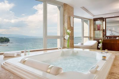 <strong>1. Royal Penthouse Suite, President Wilson Hotel, Geneva</strong>