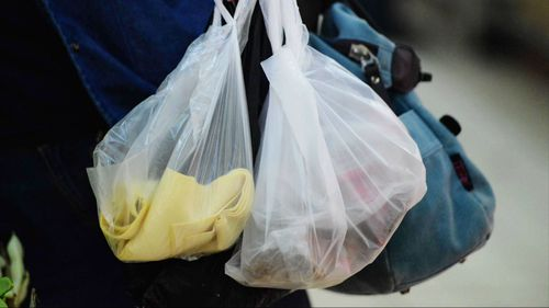 Retailers handing out single-use plastic bags in WA in 2019 will face fines.
