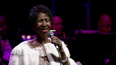 Watch Aretha Franklin's stirring final performance at the Elton John AIDS Foundation benefit