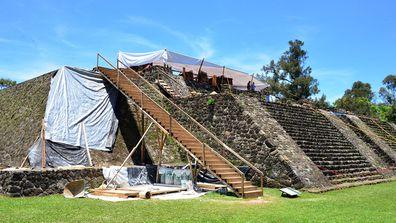El hallazgo se suscitó tras el sismo del pasado 19 de septiembre, que provocó una inclinación y un hundimiento al centro de la estrura principal del sitio. Foto: Melitón Tapia, INAH.