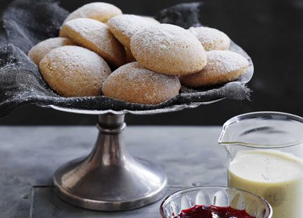 Ginger powder puffs with strawberry-ginger jam