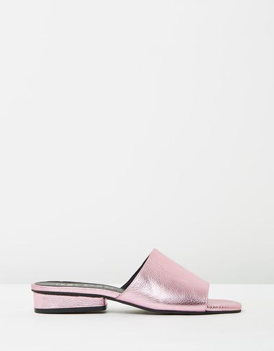 "<a href=""https://www.theiconic.com.au/hamilton-slides-487079.html"" target=""_blank"">Sol Sana Hamilton Slides in Pink Metallic, $149.95<br> </a>"