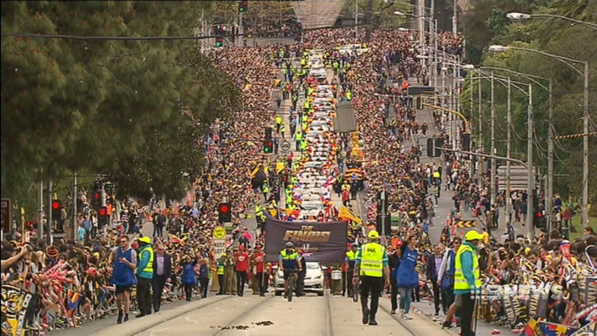 Thousands of fans line Melbourne streets for AFL parade