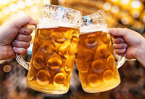 Steins of beer at Oktoberfest (Getty)