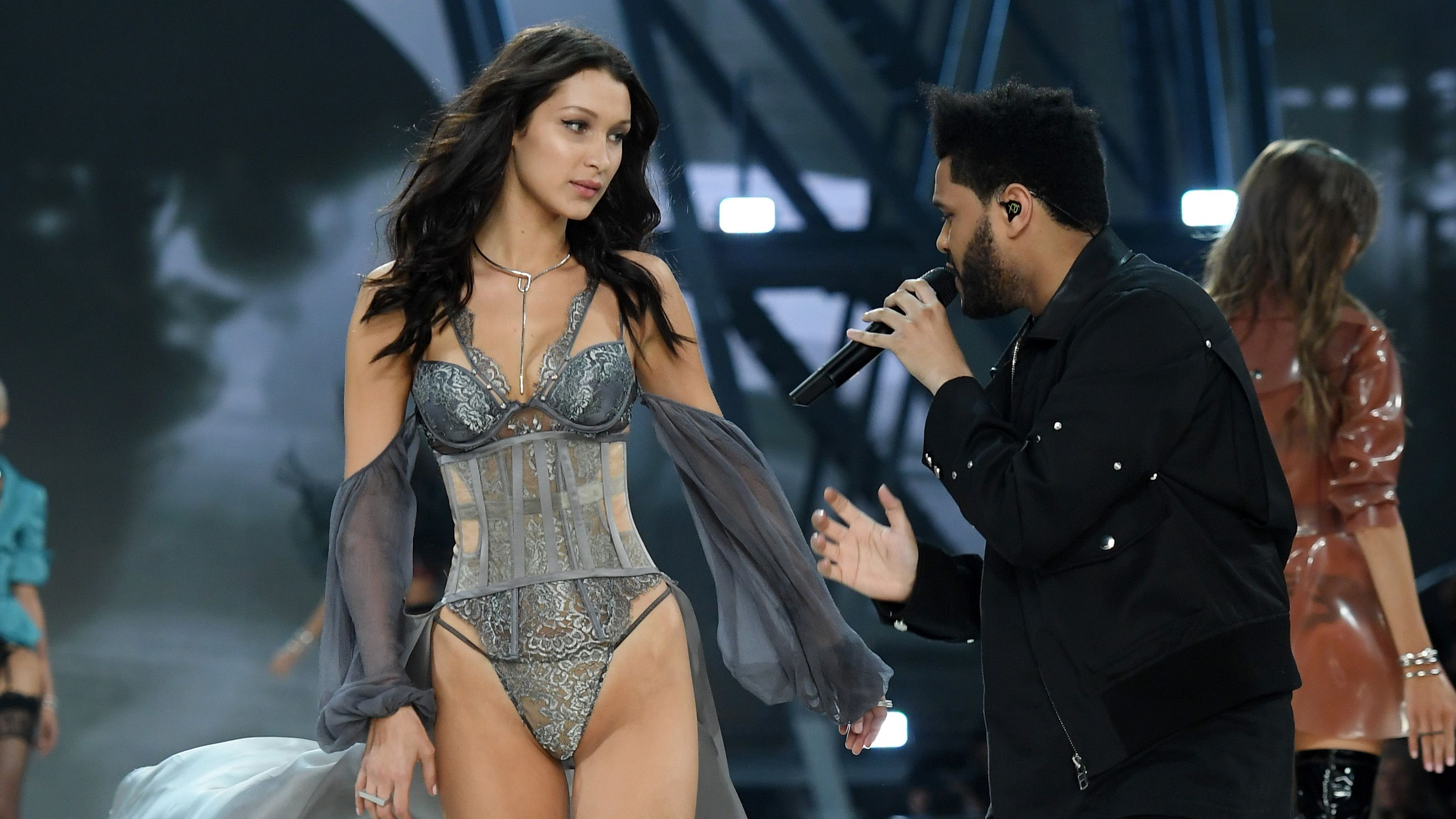 Bella Hadid's awkward Victoria's Secret runway run-in