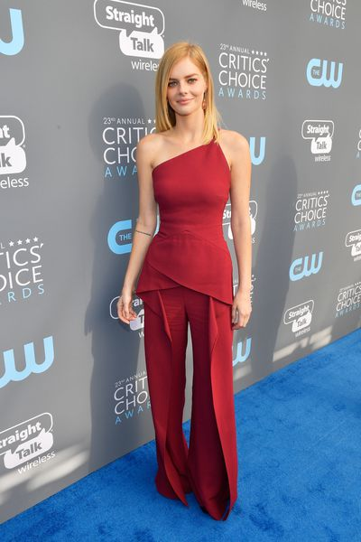 Australian actress Samara Weaving in Roland Mouret at the 2018 Critics Choice Awards