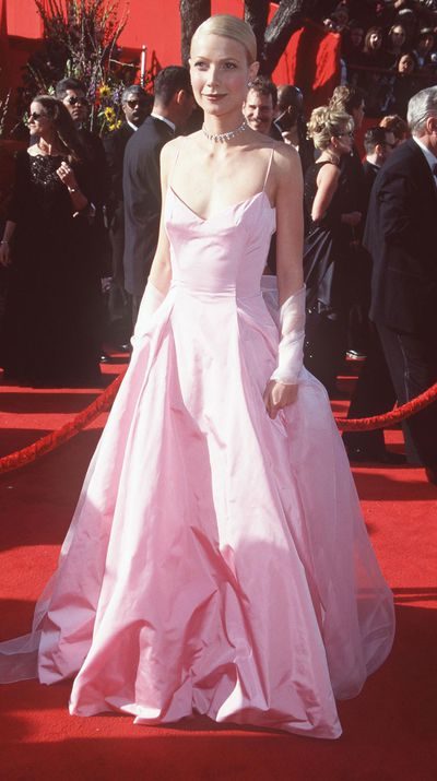 Gwyneth Paltrow in Ralph Lauren at the 1999 Academy Awards in Los Angeles