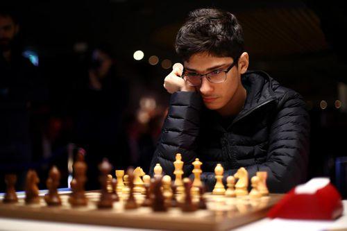 Iranian teen shocks chess grandmaster Magnus Carlsen to win $14,000 prize