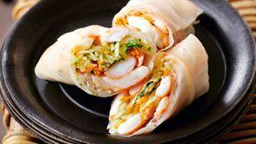 Prawn & green papaya rice paper rolls