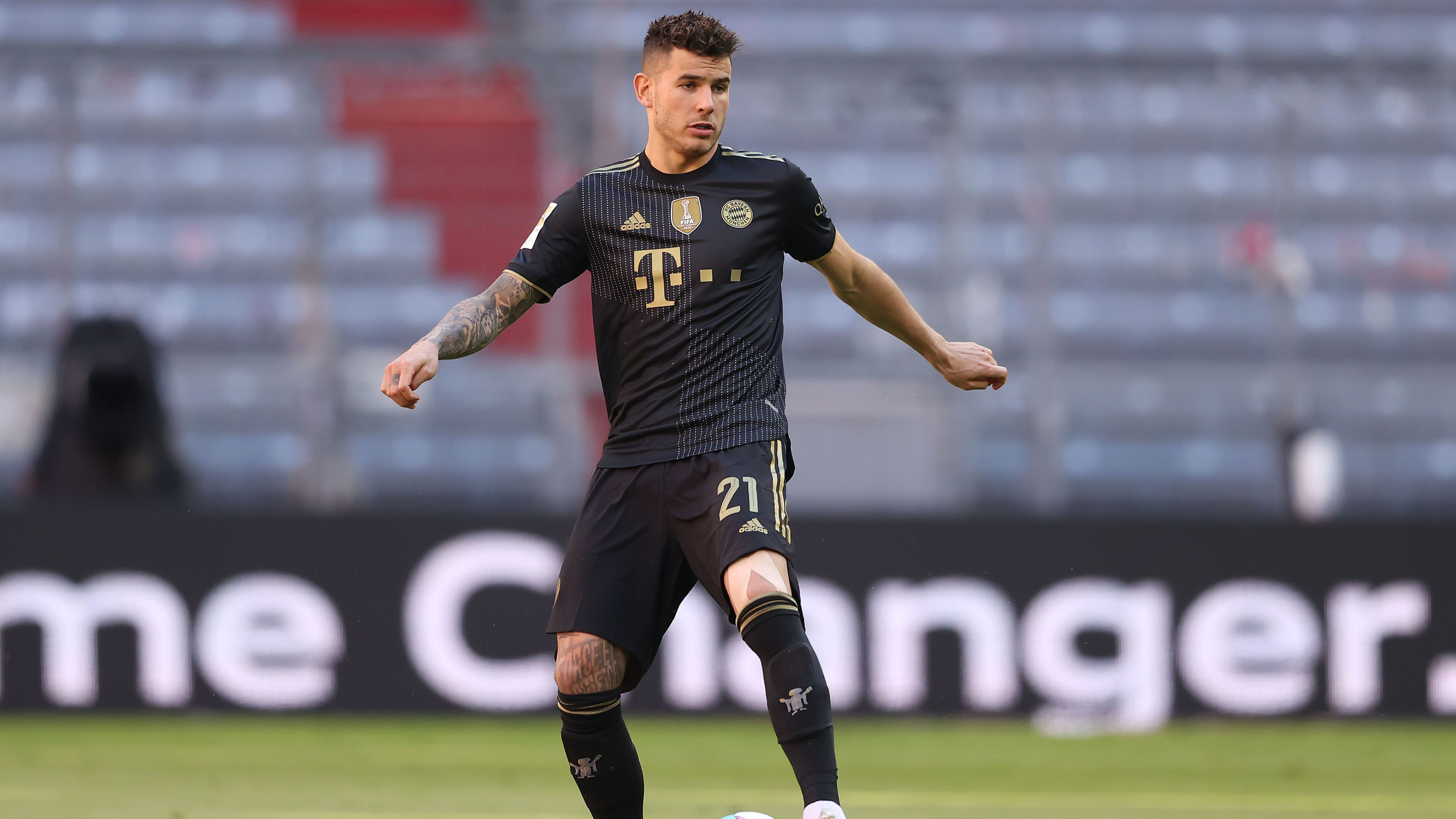 Football star given deadline to enter prison