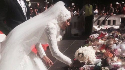 Crowd applauds Muslim bride's unique Martin Place siege tribute