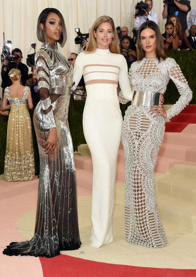 <p>Much like high school cliques, designers and their muses roam in groups. They already have the pre-approved outfits sorted, so all they need do is substitute the back of the school bus with a red carpet. These are the need-to-know gangs who ruled this year's Met Ball - and no, you can't sit with them.</p>