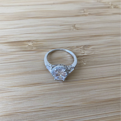 'Creepy' reason why this woman is selling a fake engagement ring: 'I highly recommend'