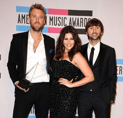 The glitz, glamour and gigglesome moments from the 2011 American Music Awards in Los Angeles!