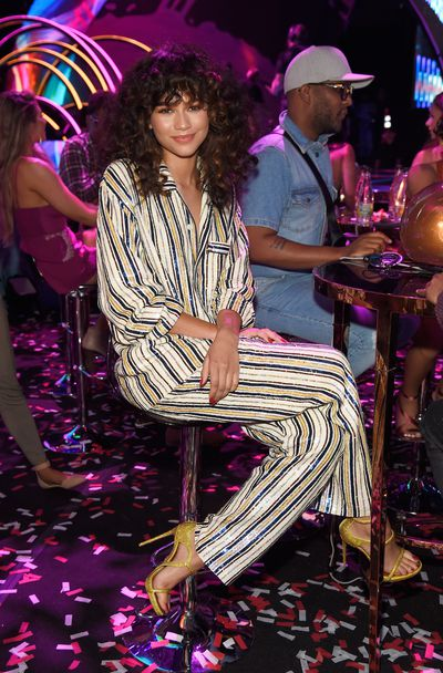 <p>Win</p> <p>Zendaya in Ashish at the 2017 Teen Choice Awards in LA</p> <p>Pyjama dressing done right. Sweet dreams.</p>