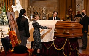 'Dad you are our fearless leader': Former NSW Premier John Fahey farewelled in state funeral at St Mary's Cathedral in Sydney