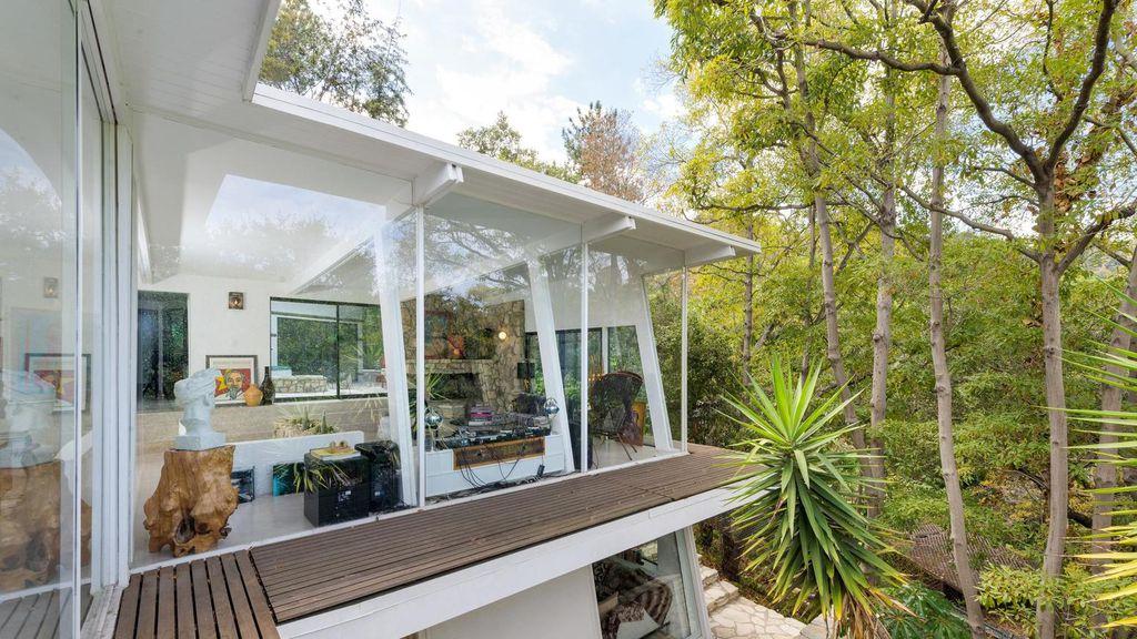 Grey\'s Anatomy star Ellen Pompeo sells Hollywood Hills home