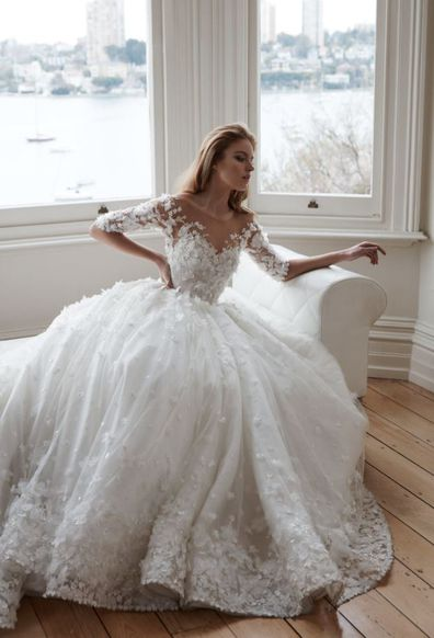 fb7ba9104231 The difference between a $500 wedding dress and a $15,000 one. - 9Style