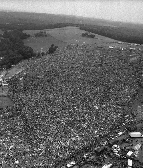 About 400,000 people attend the Woodstock festival in Bethel, New York.