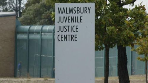 Teenage prisoners riot at centre in Victoria.