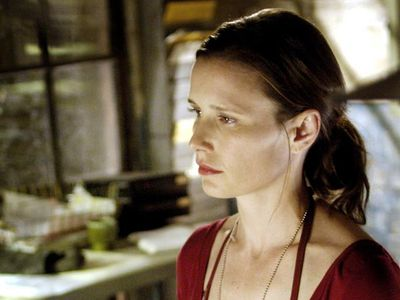 Best known during the relatively lean, early years of her career as the girl who defeated 1988's <em>The Blob</em>, Shawnee Smith finally broke the big time as Amanda in the <em>Saw</em> heptalogy (2004-2010).</p> <p>Although Amanda began as a minor character, narrowly escaping a nasty jaw-ripping device in the first film, eventually her role was expanded until she became key to the whole series, the only character other than Jigsaw himself to appear in every one of the movies.</p>